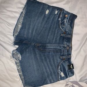 Size 27/4 Abercrombie Annie high rise shorts